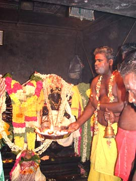 Sre Bhaaskhramaharishi doing Special Aaradhana to 'Sre Kagabujandar and Sre Baguladevi'